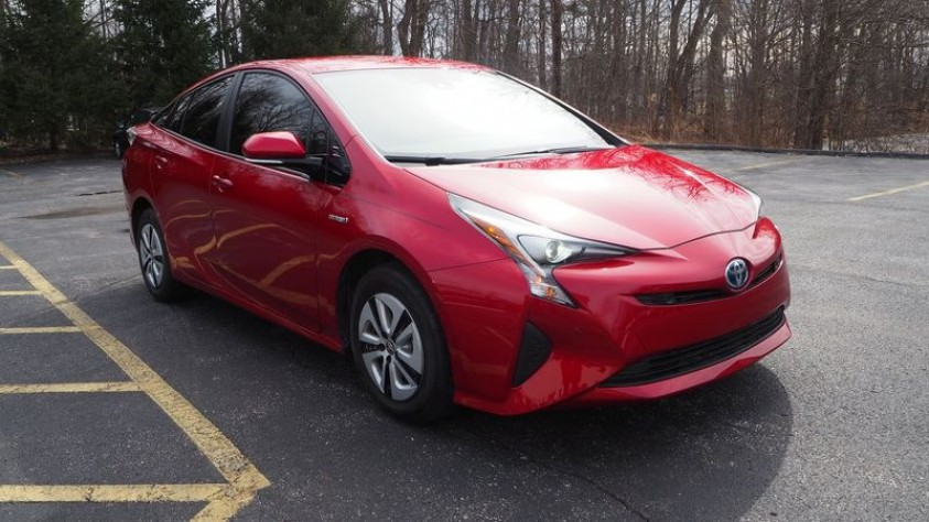/storage/inventories/1013/1013_2018_Toyota_Prius.JPG