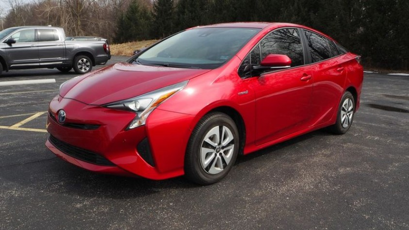 /storage/inventories/1013/1013_2018_Toyota_Prius_02.JPG