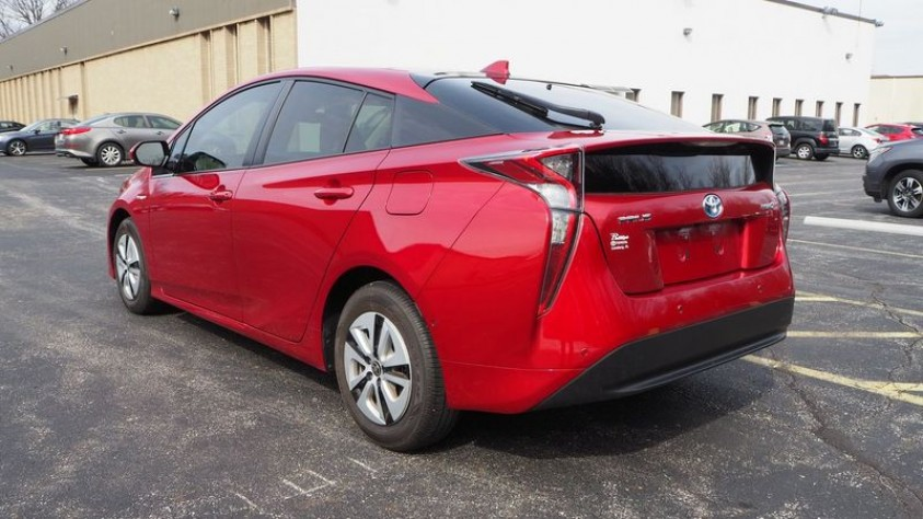 /storage/inventories/1013/1013_2018_Toyota_Prius_03.JPG