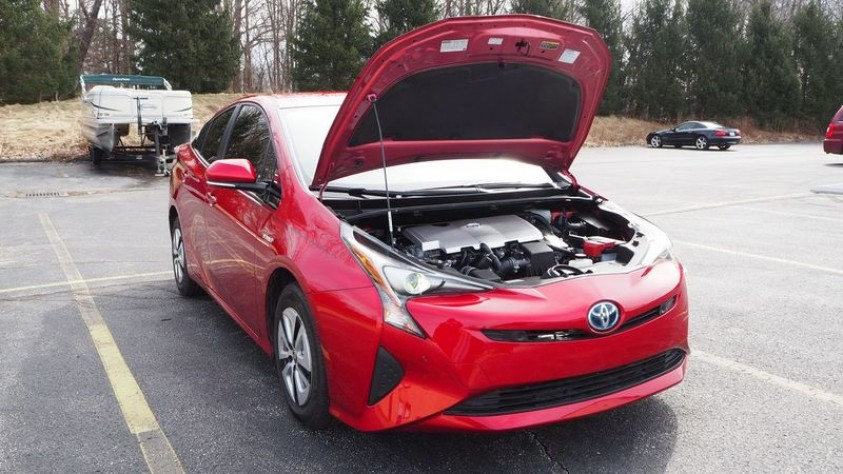 /storage/inventories/1013/1013_2018_Toyota_Prius_14.JPG