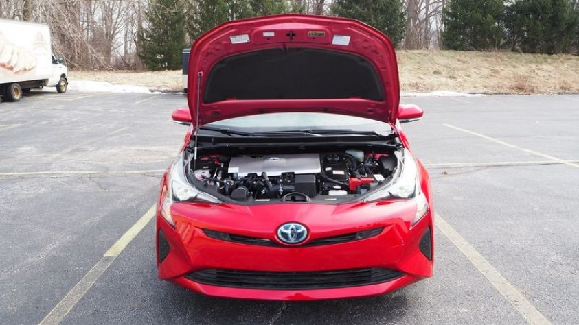 /storage/inventories/1013/1013_2018_Toyota_Prius_15.JPG