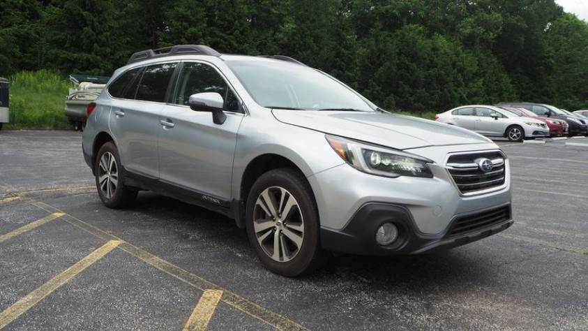 /storage/inventories/1014/1014_2018_Subaru_Outback_02.JPG