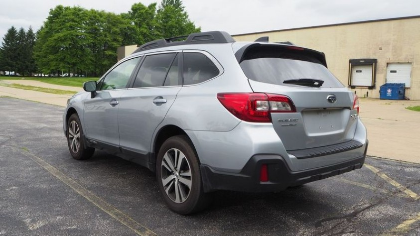 /storage/inventories/1014/1014_2018_Subaru_Outback_04.JPG