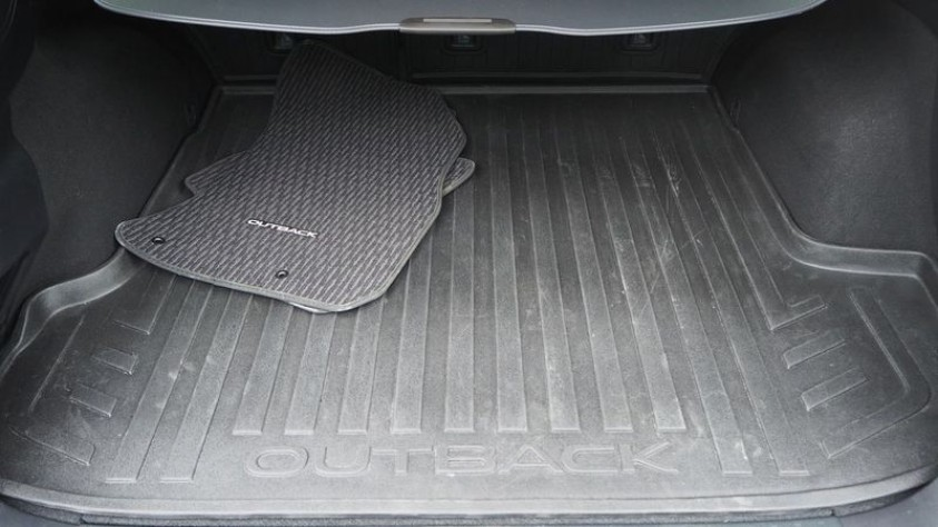/storage/inventories/1014/1014_2018_Subaru_Outback_25.JPG