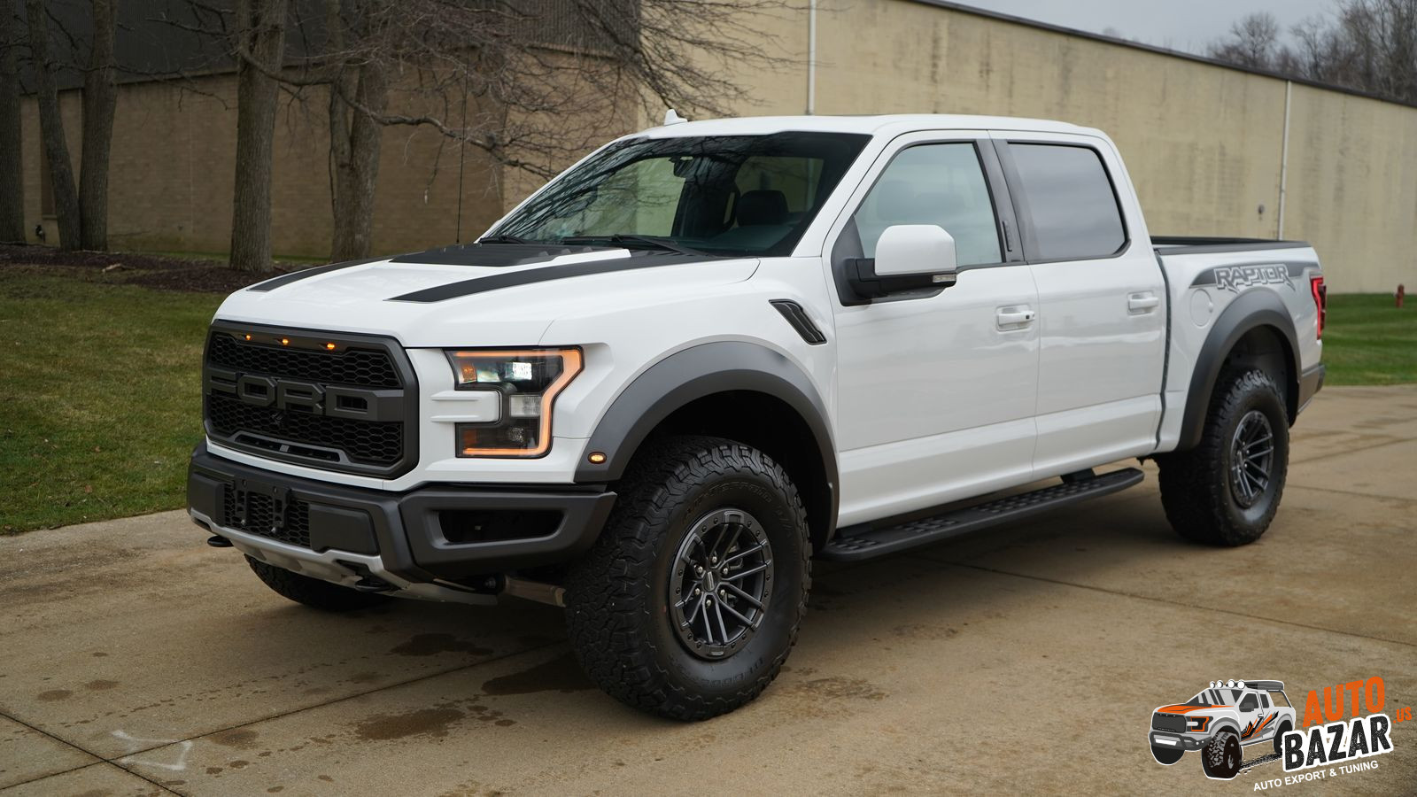 /storage/inventories/1096/1096 2019 Ford f-150 raptor white in stock (1).JPG